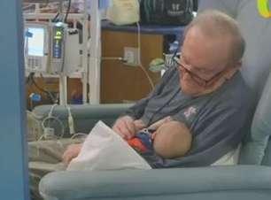 'Vovô UTI' conforta pequenos pacientes em hospital