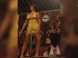 Rainha de bateria participa de ensaio da Mocidade Alegre