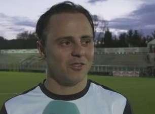 Massa joga futebol com lendas da Roma e lança desafio