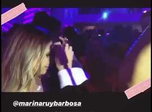 Marina Ruy Barbosa elege slip dress para evento do Globoplay nos EUA
