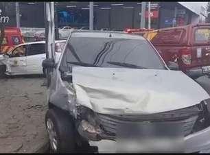Três pessoas ficam feridas após acidente entre carros no Parque São Paulo
