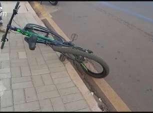 Mulher fica ferida em batida entre moto e bicicleta no Bairro Brasmadeira