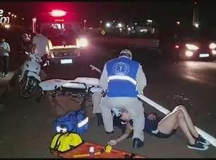 Mãe e filho ficam feridos ao sofrerem queda de motocicleta na PRc 467