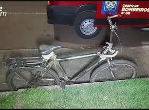 Homem fica ferido ao sofrer queda de bicicleta na Rua Jacarezinho