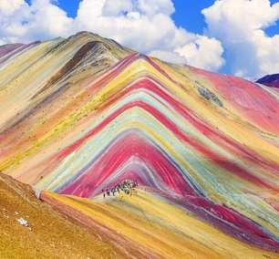 Como se explica a beleza da montanha de 7 cores que atrai multidões de turistas ao Peru