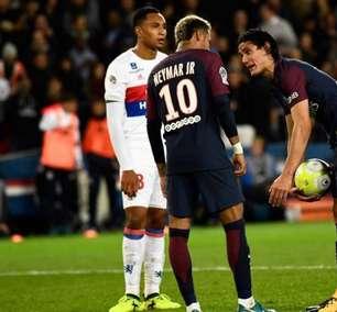 """Cavani revela relação com Neymar: """"Somos muito diferentes"""""""