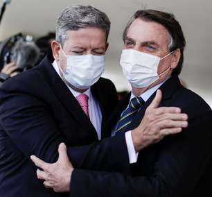 """""""Arthur Lira é o pai do voto impresso"""", diz Bolsonaro"""