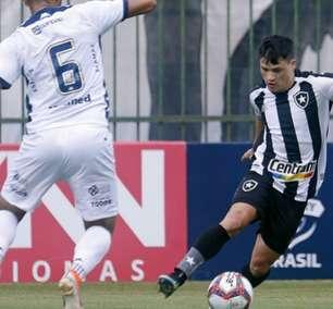 Chamusca aprova atuação de Ronald após vitória do Botafogo: 'Mais uma vez decisivo'