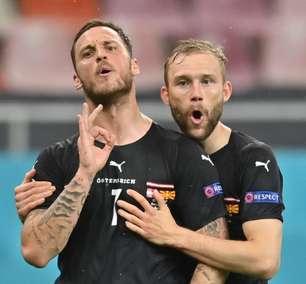 Acusado de racismo, jogador da Áustria é suspenso por 1 jogo