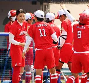 Japão bate Austrália no softbol no primeiro evento dos Jogos