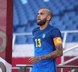 Daniel Alves decide permanecer sem clube até o fim do ano