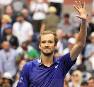 Medvedev bate canadense por 3 a 0 e está na final do US Open