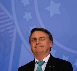 Bolsonaro vetou distribuição de absorventes por perseguição