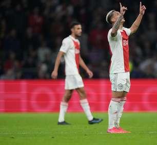Anthony marca, Ajax goleia Borussia e fica perto das oitavas