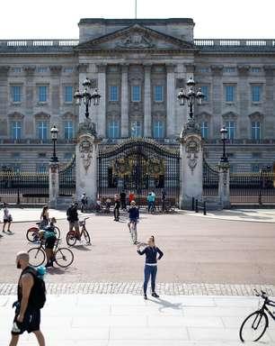 Quanto recebe um faxineiro do Palácio de Buckingham?