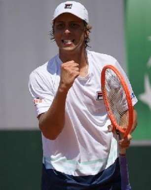Pedro Boscardin vence batalha e vai às oitavas em Roland Garros juvenil