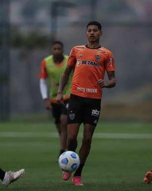 Arana e Guga voltam e reforçam o Atlético-MG contra o São Paulo