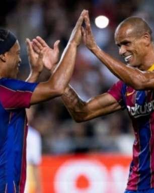 Ronaldinho dá show em amistoso entre lendas do Barcelona e Real Madrid; veja os gols