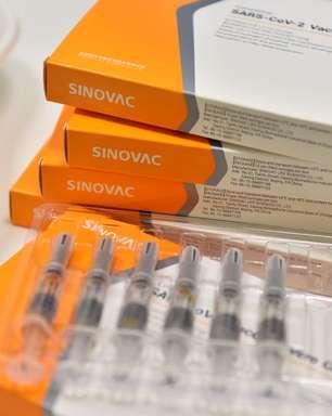 Anticorpos gerados pela CoronaVac caem após 6 meses