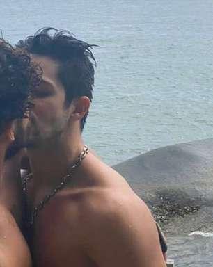 Igor Cosso perdeu seguidores ao postar beijo com o namorado