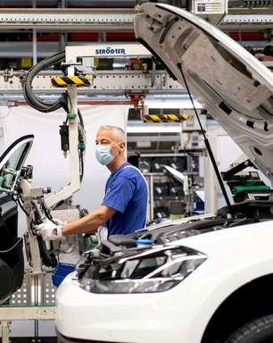 Presidente da Volkswagen alerta que mudança lenta para carro elétrico pode custar 30 mil empregos