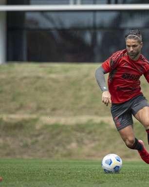 Diego treina com o grupo, fica mais próximo de retorno, e Flamengo pode ter mais mudanças contra o Cuiabá