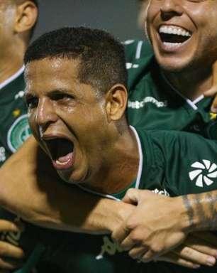 Atacante Lucão comenta fase do Guarani na Série B e fala sobre disputa acirrada pelo acesso