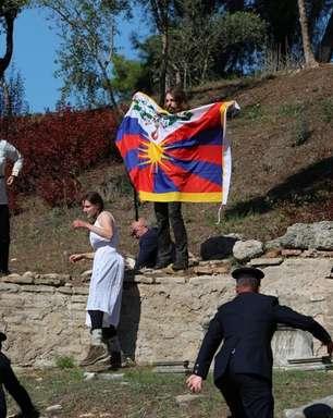Ativistas protestam em cerimônia dos Jogos de Inverno 2022