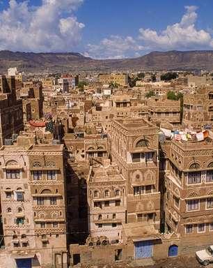 As maravilhas arquitetônicas da milenar 'Manhattan do deserto'