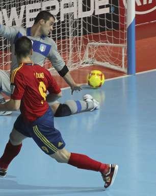 """Com """"mentalidade vencedora"""", técnico espanhol confia no tri"""