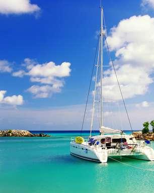 Destino de luxo, St. Barth reúne opções de passeios de barco
