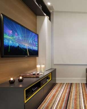 Projetos transformam sala de TV em cinema de luxo; confira