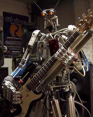 Robôs metaleiros formam a banda 'mais pesada' do mundo