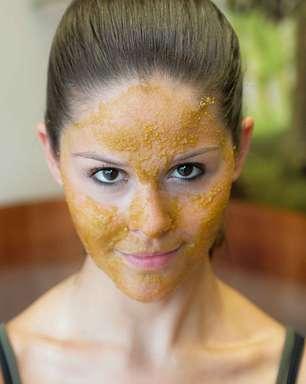 Máscara de chá verde e açúcar mascavo deixa pele lisinha