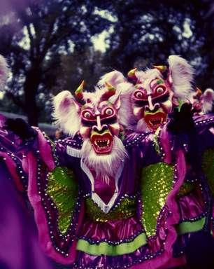 Dominicanos saem às ruas vestidos de demônio no Carnaval
