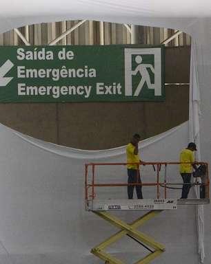 Tecido que obstruía aviso de saída é retirado no 5º dia de Campus