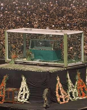 Chávez, aiatolá e papa: veja funerais que atraíram multidões