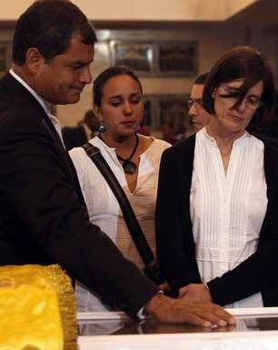 Rafael Correa critica jornais e diz que 'canalhices' imortalizam Chávez