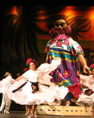 Espetáculo com 200 bailarinos conta a história do México