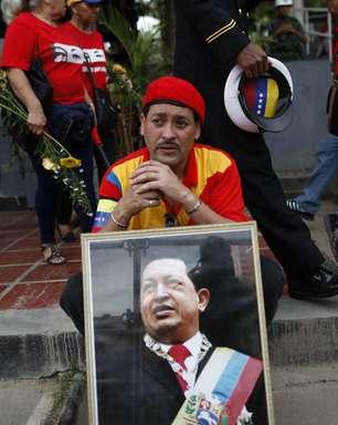 Detratores de Chávez abrem champanhe e torcem por nova era
