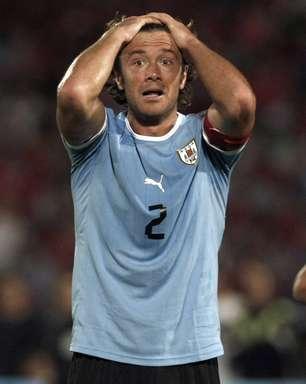 Com gol de gremista, Chile vence em casa e deixa Uruguai em risco