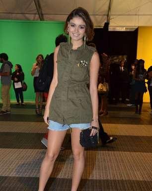 Pais de Bruna Marquezine chegam ao Fashion Rio com segurança