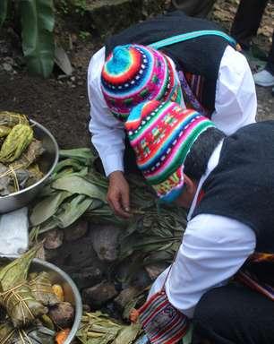 Veja como é feita a pachamanca, prato típico do Peru