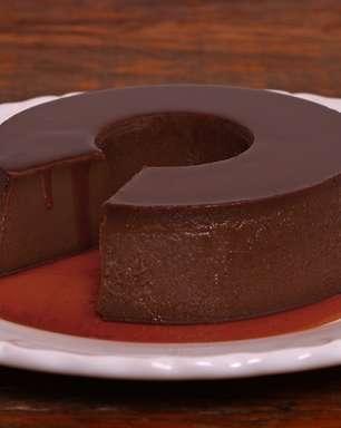 Chef ensina a fazer pudim de chocolate
