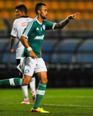 Palmeiras supera pênalti perdido, vence ASA e dispara na liderança