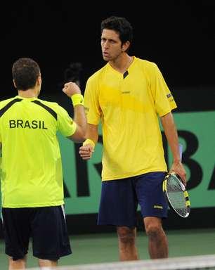 Melo e Soares atropelam alemães e Brasil diminui desvantagem na Davis