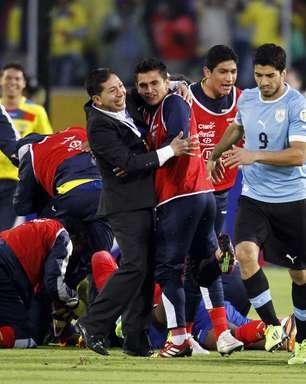 Equador bate Uruguai em confronto direto e se aproxima da Copa