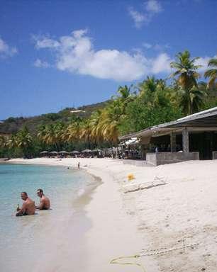 Praia 'criada' em 1950 é destaque de ilha perto de St Thomas