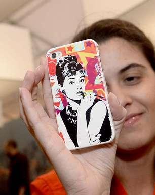 Fashionistas mostram capas para celulares no SPFW