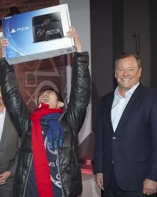 Fãs do Playstation 4 vão ao delírio com início de vendas nos EUA